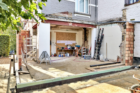 New wall and ground for a modern extension of a house